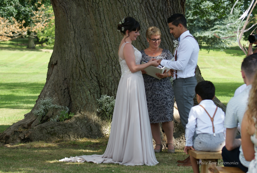 Rain, Outdoor Wedding, Outdoor Ceremony, Rebecca Waldron, Celebrant, White Rose Ceremonies