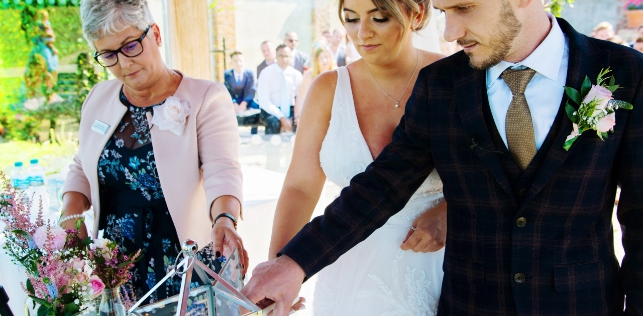 Light a candle in your wedding ceremony